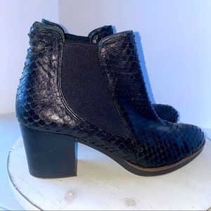 Eric Michael Textured Snake Print Leather Boots 9